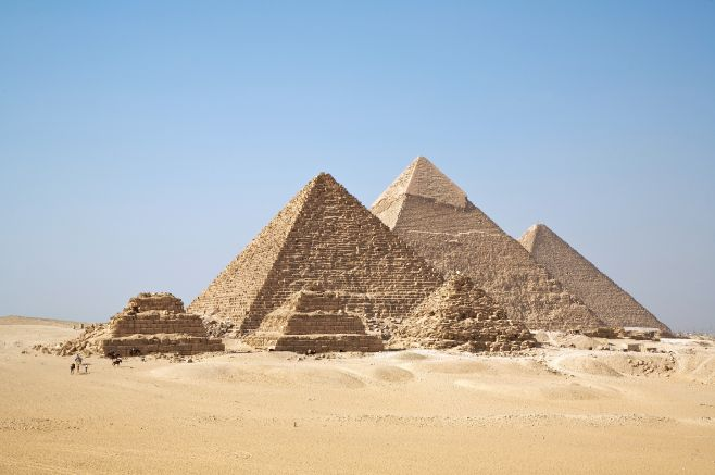 A great photo of the Gizah pyramids