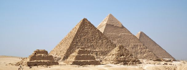 The Gizah pyramids photo, resized to 608×228